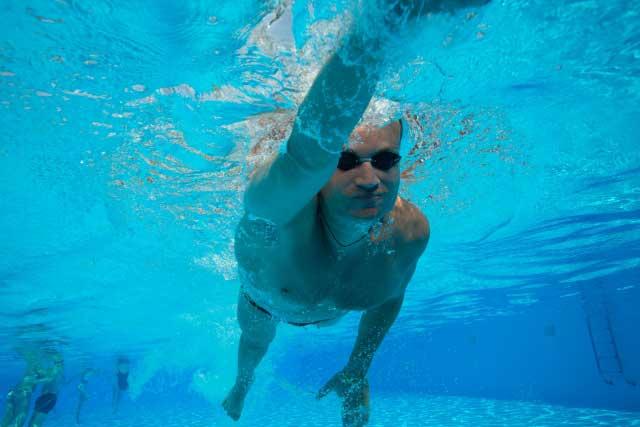 クロール泳法