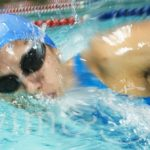 横泳ぎの練習は手の動きと足の動きが肝心!練習してマスターしよう!