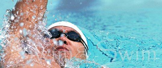背泳ぎの泳ぎ方