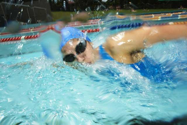 プールで泳ぐときのマナー