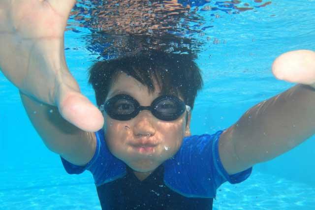 水に入って練習
