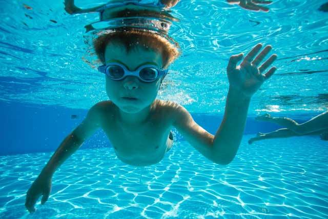 立ち泳ぎの泳ぎ方