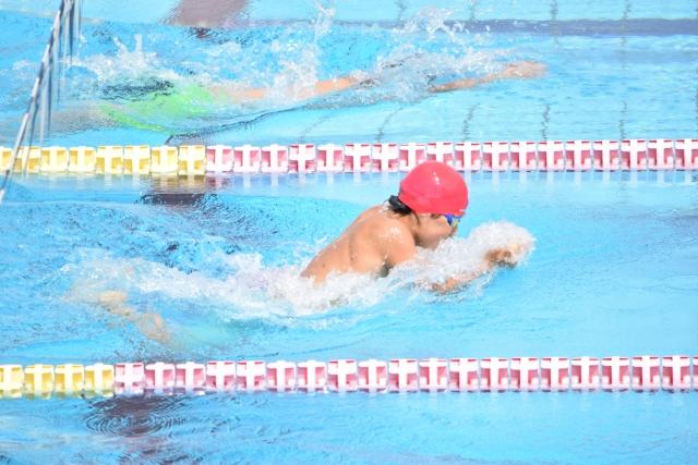 脚力と肺活量で平泳ぎのタイムを短縮