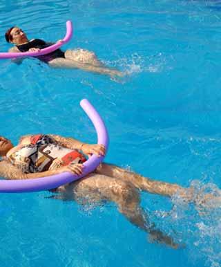 補助具を使った背泳ぎの背面キックドリル練習